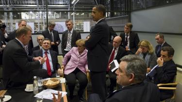 Et sidste forsøg. Efter to års forhandlinger med deltagelse af tusinder af embedsmænd og fagfolk og hundreder af siders aftale-udkast blev alting på COP15's sidste dag kogt ned til godt to siders tekst uden klare mål og forpligtelser af 26 udvalgte landes ledere. Kina havde på forhånd besluttet sig for at blokere en substantiel tekst, sagde nogle. USA og i-landene leverede ikke de CO2-mål, som kunne have gjort det muligt for Kina at indgå en ambitiøs aftale, sagde andre.