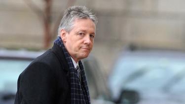 Nordirlands leder, Peter Robinson, har et par hårde uger lige i øjeblikket.
