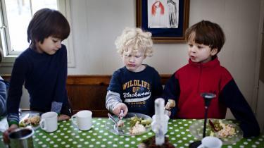 Madordningen er i virkeligheden et udtryk for, at rigtig mange forældre ikke laver ordentlig mad til børnene, fordi de ikke har tid, eller fordi de ikke ved nok om ernæring, mener filosof Arno Victor Nielsen, der ser vreden over de påtvungne madordninger som en del af historien om institutionaliseringen af familien.