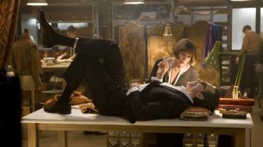 Daniel Day-Lewis gør en formidabel figur i Rob Marshalls Fellini-inspirerede musical 'Nine', der dog ikke er voldsomt vellykket