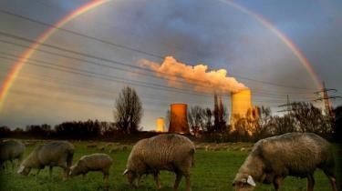 Med filosofiske overvejelser vil Peter Kemp og Lisbeth Witthøfft Nielsen bane vej for, at den enkelte bedre kan erkende klimaproblemerne og tage del i deres løsning. Men bogen gør det hele ekstra indviklet
