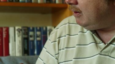 Asger Stig Møller, udenrigsminister Per Stig Møllers søn, blev kun 44 år. At han havde ført et liv på 'den mørke side af gaden' kan man aflæse af bogtitler som 'De ensomme dobbeltgængere', 'Excorsistens bog', 'Fra skyggernes verden', 'Hinsides vredens gavle' og 'Satans katekismus'. Men navnlig fremgik det af selvbiografien 'Patienten O's tilståelser' fra 2002.