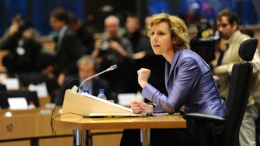 Connie Hedegaard vakte nærmest helt overstadig begejstring, da EU-parlamentarikerne i går krydsforhørte den kommende klimakommissær.