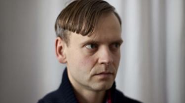 Den 36-årige forfatter Lars Skinnebach modtager prisen for sin digtsamling Enhver betydning er også en mislyd