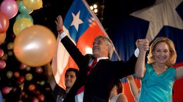 Den chilenske præsidentkandidat Sebastian Piñera fejrer valgresultatet den 17. januar 2010 sammen med sin hustru Cecilia Morel.