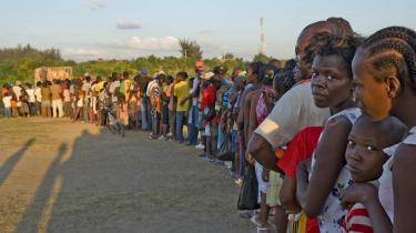 Haitianere står i kø for at få del i nødhjælpen fra FN. Vi bliver nødt til at åbne for en debat om fejlslagne staters evne til at administrere sig selv og opbygge en infrastruktur til gavn for deres folk, skriver dagens kronikør.