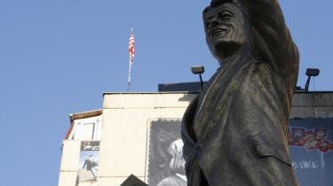 Statuen af præsident Clinton står i centrum af Pristina.
