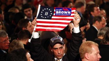 Republikanske Scott Brown har overraskende vundet valget til det amerikanske senat i staten Massachusetts. Det kan få konsekvenser for Obamas sundhedsreform