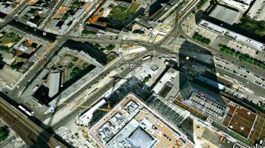 Google får politisk opmærksomhed i Tyskland, hvor justitsminister Sabine Leutheusser-Schnarrenberger har ytret sin betænkelighed over for de virtuelle kort Google Earth Og Google Street View.