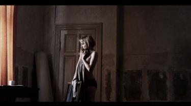 Per Flys 'Kvinden der drømte om en mand' er en patetisk, men smukt filmet fabel om drømme og drifter