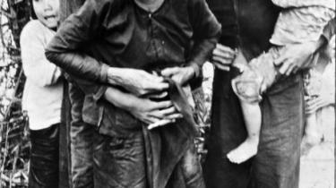 Myrdet af kedsomhed. Amerikanske soldaters massakre på den vietnamesiske landsby My Lai i 1968 er et af historiens værste eksempler på, hvad der kan ske, når dybfølt kedsomhed nedbryder en deling soldater indefra. Massakren kostede 400 civile livet.