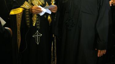 De kristne i Egypten udsættes for forfølgelse af muslimer, ligesom andre kristne i Mellemøsten i disse år 'fordrives'. På billedet ses den koptiske pave i Cairo, Shenouda III.