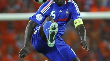 Lilian Thuram i aktion for det franske fodboldlandshold ved EM i 2008. Nu Thuram gået til kamp mod racismen og fremmedfrygten   i sit hjemland.