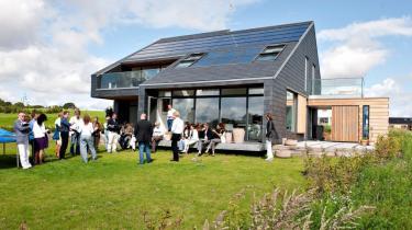 Heftig kritik får Kristian Jensen til at droppe lovforslag, der ville udhule solcelleanlægs økonomi