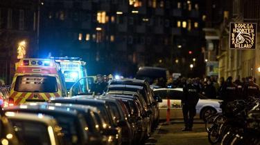 Skuddræbt. Trods mange episoder, hvor politiet dræber psykisk syge under anholdelser - her i 2001 - er der stadig ikke læger med på den slags anholdelser.