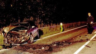 Hvad så Brian Mikkelsen i sit bakspejl, da han lørdag den 11. juli 2009 på vej til sit sommerhus var vidne til en trafikulykke på Isterødvejen? Så ministeren en kollission mellem to biler - eller en spritbilist, der kørte ud til siden og ind i et træ? En freelancefotograf nåede at tage et billede af ulykkessstedet, her med spritbilistens ødelagte Peugeot. Da den første ambulance kom, var ministeren kørt.
