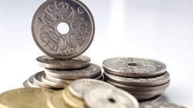 Budgettet i husholdningen Danmark skal lægges om, hvis der skal være råd til velfærd på det niveau, vi kender i dag, og hvis EU's konvergenskrav skal efterleves. Men man behøver ikke nødvendigvis afskaffe efterlønnen for at finde pengene - der er mange andre knapper at skrue på, viser de bud på fremtidens økonomi, Information har indhentet.