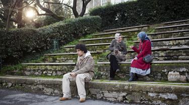 I Tyrkiet må kvinder ikke bære tørklæde på universiteterne. Men de religiøse kvinder føler sig diskrimineret, og frarøvet deres frihed til selv at vælge hovedbeklædning. På universitetet Bogazici er kvinderne begyndt at trodse loven.