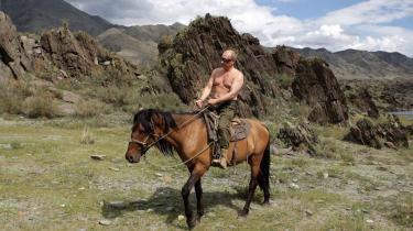 En russisk Lech Walesa udfordrer regeringschefen Putin med en demonstration i Kaliningrad. Samtidig satser oppositionen på en splittelse mellem Putin og præsident Medvedev