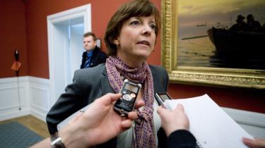 Indenrigs- og Socialminister Karen Ellemann bliver nu afkrævet svar i sagen om anbringelser af de allersvageste børn.