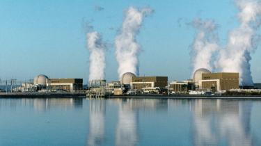 Her ses USA s allerstørste atomkrafværk med tre store reaktorbygninger, Palo Verde-værket i Maricopa County, 80 km vest for Phoenix, i Arizona. Palo Verde-værket producerer i alt 3,81 mio. kilowatt, hvilket er nok til at tilfredsstille fire mio. energiforbrugende amerikanere i Texas, Californien og Arizona.