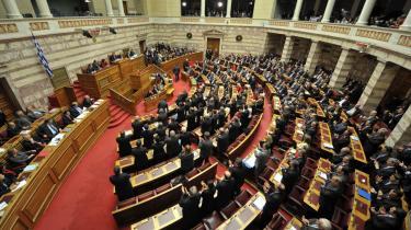 I december 2009 vedtog det græske parlament en 2010-plan, der skal nedbringe den græske gæld fra godt 30 milliarder euro til lidt over otte milliarder euro. I går godkendte EU planen, men der er stadig brug for ekstra kapital, og det er usikkert, om EU vil træde til med en hjælpende hånd.