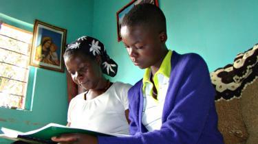 I Uganda blev et forslag til en moderne familielovgivning fremsat for fem år siden. Dengang kunne det ikke gennemføres, bl.a. fordi mange kvinder viste sig at være modstandere af forslaget. I år forsøger regeringen igen med en ny version af lovforslaget.