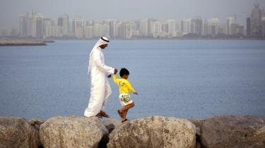 Abu Dhabi risikerer at blive alvorligt ramt af klimaforandringerne, konkluderer ny rapport. Vandstanden i havet kan være steget med op til ni meter i 2100, og det vil ændre livsbetingelserne i det lavtliggende og tætbefolkede kystområde radikalt.