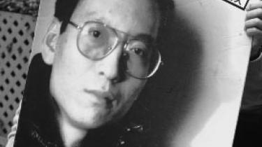 I Kina sidder systemkritikeren Liu Xiaobo fængslet for at kæmpe for civile rettigheder i landet. En række prominente personer lægger pres på den kinesiske regering og vil belønne Xiaobo med Nobels Fredspris