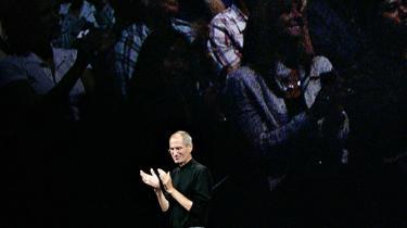 Steve Jobs. Manden, der forstod ikke bare at se, men også sælge fremtiden, er pisket til at genopfinde den år efter år. Hver sæson en ny gadget.
