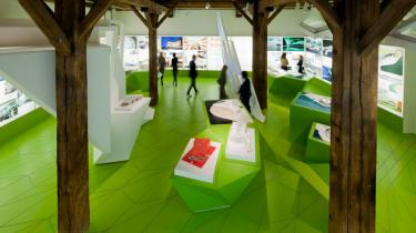 Oplevelse, opførelse og opførsel går hånd i hånd på DAC og 3xNielsens arkitekturshow om rumlig frihed og bygningsmæssig ansvarlighed Arkitekturudstilling