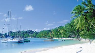 Den internationale indsats mod pirateri i Adenbugten har utilsigtet ført til, at piraterne har udvidet deres jagtområde til bl.a. farvandet ud for ferieparadiset Seychellerne