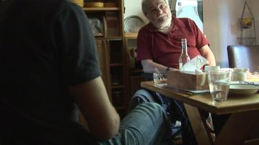 I dokumentarfilmen 'Postcard to Daddy' fortæller Michael Stock sin egen historie; en historie om, hvordan man kommer videre, når man er blevet seksuelt misbrugt som barn - af sin egen far. Her konfronterer han sin far Roland.