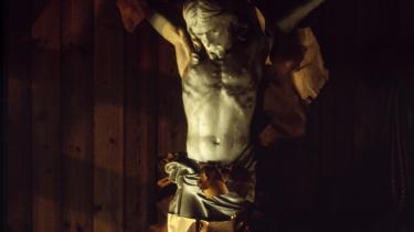 Peter Kemp står i farisæerens position, skriver Søren Krarup. Det var ham, der skulle have Jesus til at fortælle, hvordan man øver næstekærlighed.