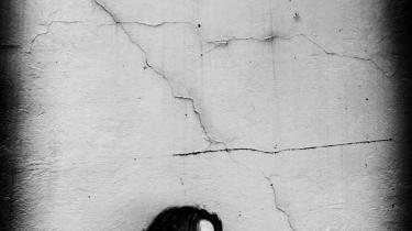 Skæbnen. Marina Cecilie Roné er aktuel med bogen 'Det skete', som er en selvstændig fortsættelse af 'N.I.M.B.Y'. Hovedpersonen Helene i bogen 'Det skete' deler det skæbnefællesskab med forfatteren, at de mistede deres mand og blev alene med børnene, men det er ikke en selvbiografisk bog, fastslår Marina Cecilie Roné.