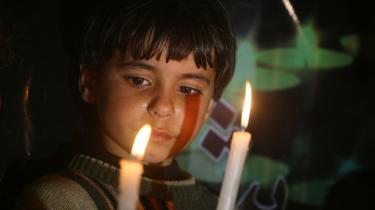 Israels selvbedrag. Benjamin Netanyahus sikkerhedsrådgiver, Uzi Arad mente, at  'i dag er det palæstinenserne, der er nej-sigerne'.  Richard Goldstones rapport om krigsforbrydelserne i Gaza var nu blevet en del af en snigende kampagne  og  oppositionslederen Tzipi Livni fortalte os, at der i løbet af 40 år er blevet skabt 'en virkelighed' - hun mente bosættelserne - 'som kun optager en lille del af Judæa og Samaria'. På billedet protesterer en palæstinensisk dreng mod den israelske blokade i Gaza.