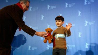 Den unge skuespiller Boras Alta får en bjørn for sin rolle i Bal, der modtog den mere prestigiøse Guldbjørn ved Berlinalen 2010.