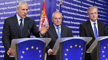 Mulighederne for at gennemføre nødvendige reformer for den serbiske præsident BorisTadic (yderst til venstre) afhænger af en tæt tilknytning til EU, skriver dagens kronikører.