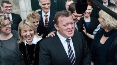Den nye regering skal få Danmark ud af krisen og også vinde næste valg. Det mener en glad og sejrsikker Lars Løkke Rasmussen, da han præsenterer sin regering