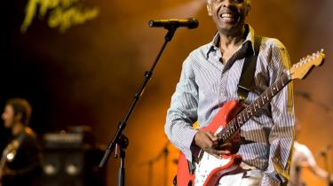 Gilberto Gil blev først landsforvist af militærdiktaturet og siden kulturminister i Brasilien. En del af tropicala-bevægelsen, der blandede brasiliansk musik op med rock fra den nordlige halvkugle.