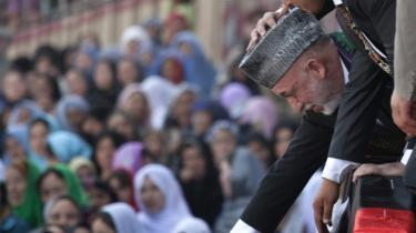 Valgkommissionen i Afghanistan afviste ved sidste valg en halv million af præsident Hamid Karzais stemmer. Samme valgkommission har Karzai nu overtaget.