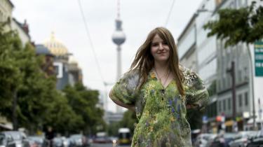 Tyveri eller kunstnerisk remix? 17-årige Helene Hegemanns roman 'Axolotl Roadkill' har startet en hed diskussion i Tyskland om ophavsret, efter det er kommet frem, at hun har smykket sig med lånte fjer. Og vi kan godt forberede os på en lignende sag herhjemme, spår lektor i Informations- og Medievidenskab, for debatten afspejler et nødvendigt forandringsbehov
