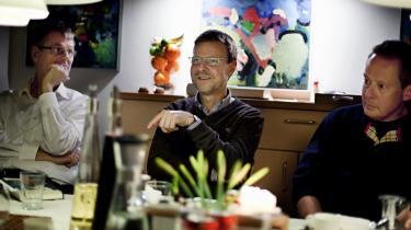 Lysten til at dele den ensomme læseoplevelse med andre får stadig flere danskere til at finde sammen i læseklubber på biblioteker, i private foreninger og på nettet. På bare et år har knap 40.000 danskere meldt sig ind i DR's litterære online-læseklubber. Vi længes efter fællesskaber og klassisk dannelse