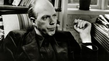 Prosastykker. Karsten Sand Iversen har samlet og oversat et bredt udvalg af den svenske lyriker Gunnar Ekelöfs mesterlige prosastykker i den særdeles anbefalelsesværdige bog, 'Virkelighedsflugt'