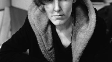 Valerie Solanas er mest kendt som kvinden, der forsøgte at  myrde Andy Warhol. Men hun er også kvinden bag SCUM Manifest fra 1967 - en  vildt radikal og kompromisløs tekst skrevet af en forrevet kvinde, der ikke har noget at miste. Fandenivoldsk og fortvivlet, ætsende vittig og sort. Men også en tekst, der er skrevet fra kærlighedens synspunkt