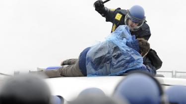 Under klimatopmødet gik politiet løs på demonstranter. Nu foregår opgøret indbyrdes. Det handler om afregningen for topmødeindsatsen