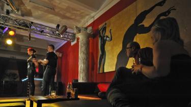 Den schweiziske kunstner Christoph Büchel har åbnet en bondage- og swingerklub   i kælderen på Secessionsmuseet i Wien.
