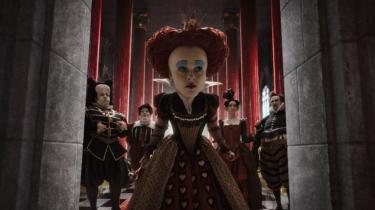 Tim Burtons udgave af 'Alice i Eventyrland' er flot og meget burton'sk. Men den prøver desværre også at lege 'Ringenes herre', hvilket bestemt ikke passer til Burton
