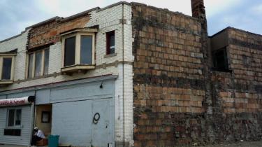 Kollapset på det amerikanske boligmarked har medført millioner af tvangsauktioner over hele USA. Alligevel skiller Detroit sig ud som et særligt ekstremt tilfælde, hvor et ud af fem huse i dag står tomme - og det på trods af at huse kan købes til en startpris på en dollar