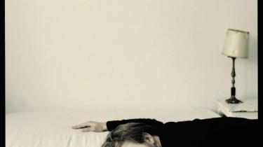 Troels Abrahamsen savner det uforudsigelige og tilfældige i musikken og har forsøgt at nå det med sin nye plade. Alligevel kan han ikke undslippe værkkomplekset. Moderne musikere kunne lære noget af Bob Dylan, mener han